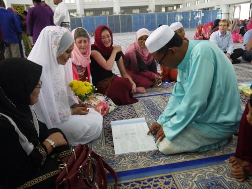 Hidaya wird von ihrem Vater gefragt, ob sie mich heiraten will